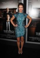 Sarah Lancaster - Beverly Hills - 02-10-2014 - Bianco o colorato, ecco il pizzo di primavera!
