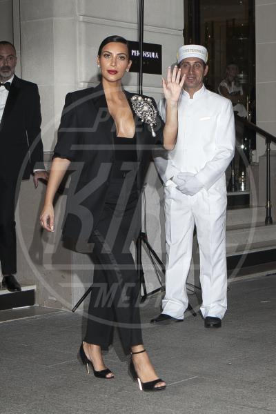 Kim Kardashian - Parigi - 30-09-2014 - Non solo lato B! Overkim prende la vita… di petto!