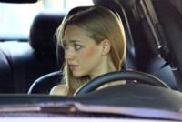Amanda Seyfried - New York - 06-10-2014 - Amanda Seyfried al volante con un orsetto molesto!