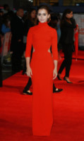 Lily Collins - Londra - 06-10-2014 - Vade retro abito! Lily Collins da Love, Rosie a Hot, Red!