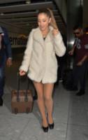 Ariana Grande - Londra - 07-10-2014 - In carrozza! Anche il viaggio ha il suo dress code