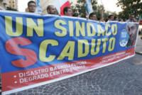 Manifestanti - Napoli - 07-10-2014 - Giorgia Meloni, tutto ok? Forse non ti fa così bene correre