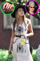 Amber Heard - Miami - 08-10-2014 - Emily Ratajkowski mostra l'enorme anello di fidanzamento