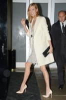 Karlie Kloss - New York - 13-10-2014 - En pendant con l'inverno con un cappotto bianco
