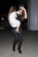 Harper Seven Beckham, Victoria Beckham - Los Angeles - 16-10-2014 - In carrozza! Anche il viaggio ha il suo dress code