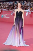 Lily Collins - Roma - 19-10-2014 - Il red carpet sceglie il colore viola. Ma non portava sfortuna?
