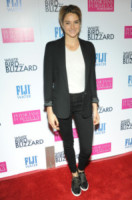 Shailene Woodley - Hollywood - 22-10-2014 - Le dive di Hollywood diventano sexy gangster