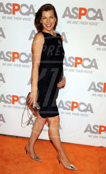 Milla Jovovich - Los Angeles - 22-10-2014 - Il pancione è sempre più sexy sul red carpet!