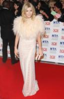 Michelle Collins - Londra - 25-01-2012 - Inverno grigio? Rendilo romantico vestendoti di rosa!