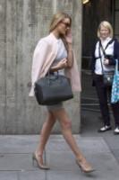 Rosie Huntington-Whiteley - Londra - 30-03-2014 - Inverno grigio? Rendilo romantico vestendoti di rosa!