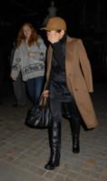 Noomi Rapace, Lily Cole - Londra - 24-10-2014 - Le celebrity giocano a nascondino con i paparazzi