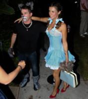 Brian Perri, Elisabetta Canalis - Los Angeles - 25-10-2014 - Elisabetta Canalis per Halloween si veste da sexy Dorothy di Oz