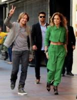 Keith Urban, Jennifer Lopez - Los Angeles - 28-10-2014 - Gli addominali di Jennifer Lopez sono scolpiti nella pietra