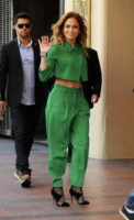 Jennifer Lopez - Los Angeles - 28-10-2014 - Volete essere trendy? Allora dovete essere Verde Greenery!