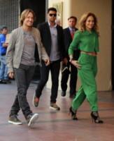 Harry Connick Jr, Keith Urban, Jennifer Lopez - Los Angeles - 28-10-2014 - Gli addominali di Jennifer Lopez sono scolpiti nella pietra