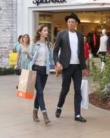 Emilie Livingston, Jeff Goldblum - Los Angeles - 30-10-2014 - Un classico che ritorna: il giubbotto di jeans