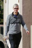Tim Cook - Palo Alto - 02-11-2014 - Il monsignore Krzysztof Charamsa fa coming out