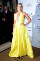 Margot Robbie - Londra - 04-11-2014 - Festa della donna? Quest'anno la mimosa indossala!