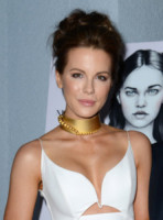 Kate Beckinsale - West Hollywood - 06-11-2014 - Il collarino effetto Belle Epoque: le star prese per il collo!