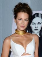 Kate Beckinsale - West Hollywood - 06-11-2014 - Il collarino effetto Belle Epoque: le star prese per il collo!