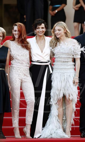 Chloe Grace Moretz, Kristen Stewart, Juliette Binoche, Olivier Assayas - Cannes - 23-05-2014 - Kristen Stewart e Chloe Grace Moretz, bellezze a confronto