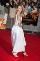 Jennifer Lawrence - Londra - 10-11-2014 - Grazie a Dior, Jennifer Lawrence è una regina sul red carpet!