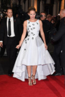 Jennifer Lawrence - Londra - 11-11-2014 - Grazie a Dior, Jennifer Lawrence è una regina sul red carpet!