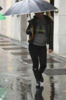 Wanda Nara - Milano - 11-11-2014 - Star come noi: la pioggia non guarda in faccia a nessuno
