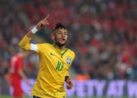 Neymar Da Silva Junior - Istanbul - 12-11-2014 - Neymar conquista una bomba sexy. Rifatevi gli occhi