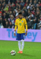 Neymar Jr - Istanbul - 12-11-2014 - Neymar conquista una bomba sexy. Rifatevi gli occhi