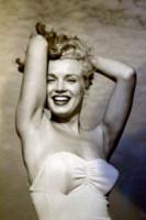 Marilyn Monroe - 10-11-2014 - Kendall Jenner e Bella Thorne come Marilyn su Love Magazine
