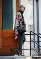 Taylor Swift - New York - 14-11-2014 - È arrivato l'autunno: tempo di tirar fuori il poncho!