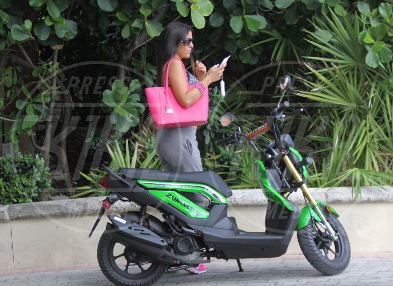 Claudia Romani - Miami - 20-11-2014 - Claudia Romani: ma dove vai bellezza in motorino