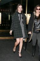 Hailee Steinfeld - New York - 20-11-2014 - Basta tinta unita! Colora l'inverno con un cappotto fantasia!