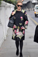 Kylie Minogue - Londra - 13-12-2010 - Basta tinta unita! Colora l'inverno con un cappotto fantasia!
