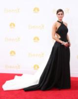 Lizzy Caplan - Los Angeles - 25-08-2014 - Bianco e nero: un classico sul tappeto rosso!