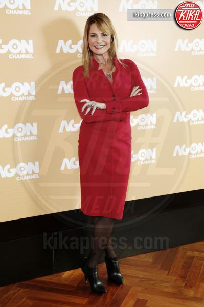 Simona Ventura - Milano - 25-11-2014 - Natale 2014: ritorna il rosso, di sera e anche di giorno