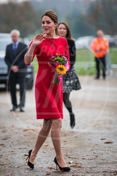 Kate Middleton - Norwich - 25-11-2014 - Natale 2014: ritorna il rosso, di sera e anche di giorno