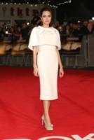 Angelina Jolie - Londra - 25-11-2014 - Non solo LBD: oggi il tubino è anche bianco!