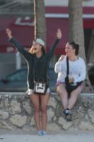 Nina Agdal - Miami - 29-11-2014 - Nina Agdal e il fidanzato incontenibili a Miami