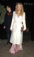 Courtney Love - Londra - 01-12-2014 - En pendant con l'inverno con un cappotto bianco