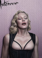 Madonna - Los Angeles - 22-10-2014 - A 56 anni Madonna si mostra in topless per Interview