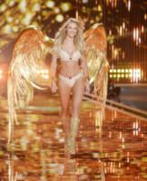 Karlie Kloss - Londra - 02-12-2014 - Victoria's Secret: più belli gli Angeli o... i reggiseni?