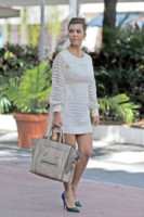 Kourtney Kardashian - Miami - 17-10-2012 - Le celebrity ne vanno matte: è la Celine Luggage Tote Bag!