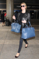 Kate Upton - Los Angeles - 18-04-2014 - Le celebrity ne vanno matte: è la Celine Luggage Tote Bag!