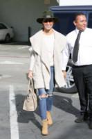 Cara Santana, Jesse Metcalfe - Los Angeles - 04-12-2014 - Le celebrity ne vanno matte: è la Celine Luggage Tote Bag!