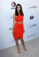 Emily Ratajkowski - Hollywood - 10-12-2014 - Top Crop & company: pancini al vento sul red carpet