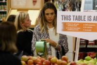 Jessica Alba - Hollywood - 21-12-2014 - Star come noi: è il momento di fare la spesa!