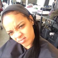 Rihanna - Los Angeles - 22-12-2014 - Il bastone per i Selfie? È superato! Arrivano le Shoefie