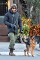 Jake Gyllenhaal - New York - 08-01-2015 - Star come noi: la vita non è la stessa senza un cane